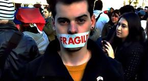 De retour du Venezuela, il manifeste à Dublin