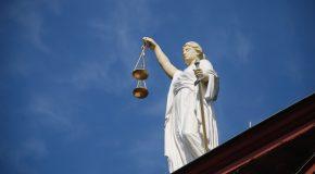 Rencontre avec Dominique Simonnot : « C'est une justice par-dessus la jambe ! »