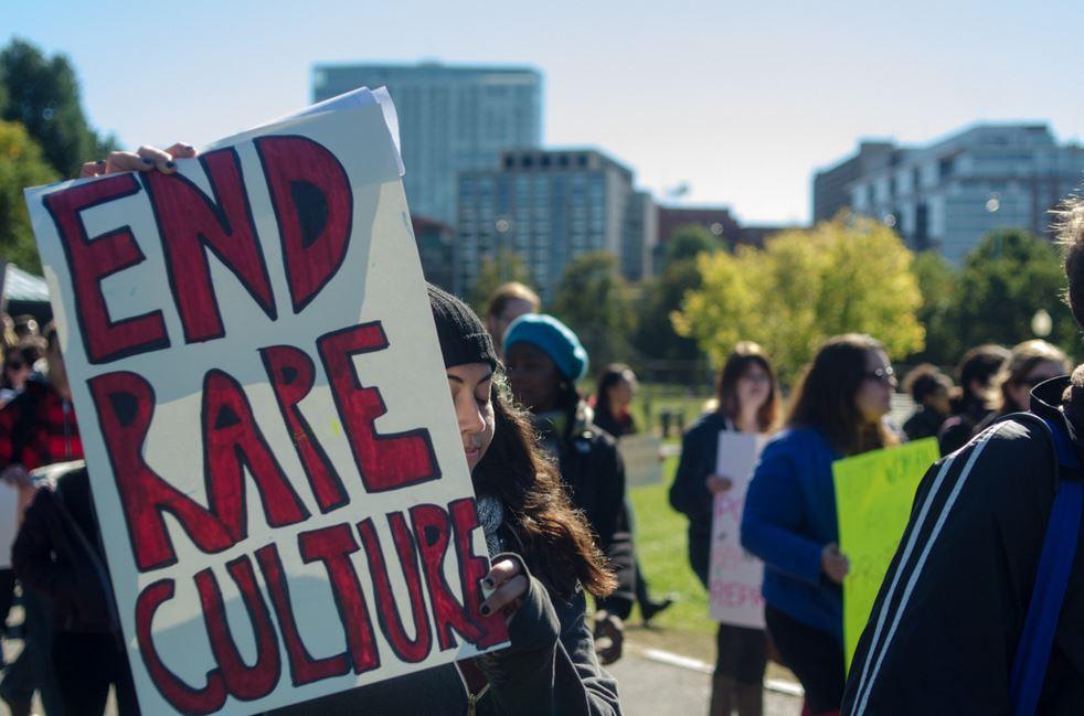 Une affiche lors d'une manifestation contre le viol
